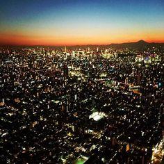 Instagram【basuke.dlove】さんの写真をピンしています。 《東京スカイツリー🗼めっちゃ綺麗。人生で一回は行くべき💡💡#東京#スカイツリー#夜景》