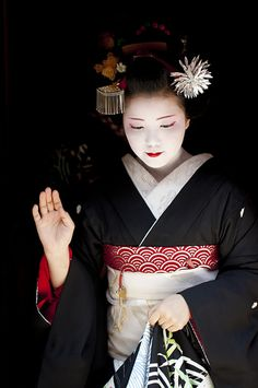"""Maiko have a season theme that """"Hana-Kanzashi(Flower costume on the head)"""". This Kanzashi is maybe Japanese pampas grass. that is theme of August. Devised to show cool on a hot day. It is a beautiful Sparkle."""