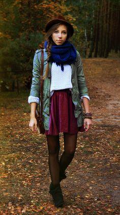 OMG I'm in LOVE! Burgundy skirt. white tee. tights.