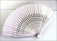 White wood fan Éventail bois blanc ajouré fan abanico