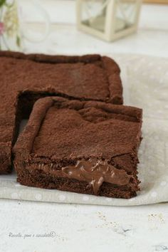 Recipe Caramel Chocolate Slice by learn to make this recipe easily in your kitchen machine and discover other Thermomix recipes in Desserts & sweets. Chocolate Dishes, Chocolate Slice, Chocolate Caramels, Chocolate Recipes, Delicious Desserts, Dessert Recipes, Thermomix Desserts, Gateaux Cake, Gelato