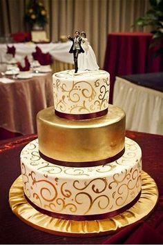 Gold Wedding Cakes Burgundy and gold wedding cake. Cream Wedding, White Wedding Cakes, Elegant Wedding Cakes, Beautiful Wedding Cakes, Wedding Cake Designs, Beautiful Cakes, Amazing Cakes, Gold And Burgundy Wedding, Maroon Wedding