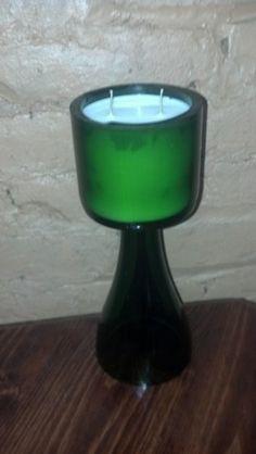 Cera de Soya Hemp Wick Vanilla reciclada la base y el pico de la botella de vino como soporte ($20,89 en amazon)