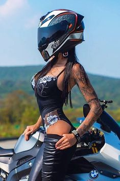 Motorcycle Helmet Design, Womens Motorcycle Helmets, Motorbike Girl, Lady Biker, Biker Girl, Motocross Girls, Chicks On Bikes, Bike Photoshoot, Dirt Bike Girl