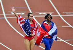 Punt de Vista: Atletas norteamericana y cubana se funden en un abrazo y celebran con las respectivas banderas