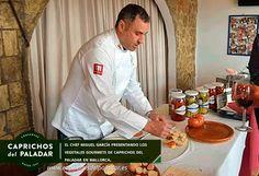 el-chef-miguel-garcia-presentando-los-productos-caprichos-del-paladar-en-mallorca