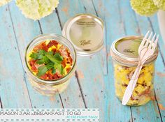 Scrambled eggs and bacon in a mason jar! This has to be one of my favorite breakfast meals. Simple and easy to make! Perfect for busy mornings or the weekends when you just don't want to cook. I think this would be so pretty to serve at a brunch!  30 Mason Jar Foods and Recipe Ideas   via putitinajar.com