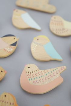 Anna Wiscombe — Bird brooches - do out of clay? Diy And Crafts, Crafts For Kids, Arts And Crafts, Paper Birds, Spring Projects, Wooden Bird, Ceramic Jewelry, Little Birds, Clay Art