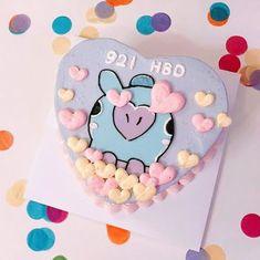 Pretty Birthday Cakes, Pretty Cakes, Cute Cakes, Photos Folles, Bts Cake, Korean Cake, Pastel Cakes, Bts Birthdays, Cute Desserts