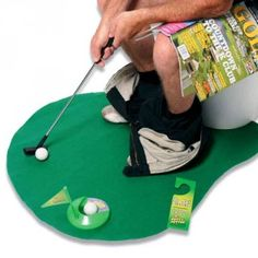 ... Et Tiger Woods adore le mini golf pour toilettes ! #Tigerwoods