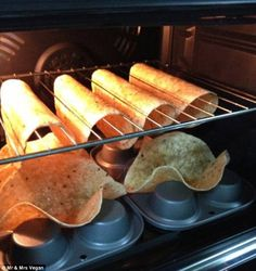 In a series of crafty household hacks shared to Diply, savvy kitchen dwellers from around the world have revealed some surprising tricks for cutting corners and making the most of your utensils. Baked Taco Shells, Taco Salad Shells, Tortilla Bowls, Taco Bowls, Soft Taco Shell Recipe, Mr And Mrs Vegan, Mexican Food Recipes, Whole Food Recipes, Hard Shell Tacos