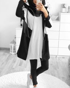 The jacket is soo bomb💣 Street Hijab Fashion, Arab Fashion, Muslim Fashion, Hijab Chic, Casual Hijab Outfit, Mode Outfits, Fashion Outfits, Trendy Outfits, Modest Workout Clothes