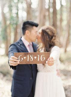Adorable e-sesh ideas: http://www.stylemepretty.com/california-weddings/san-francisco/2015/09/28/romantic-lovers-lane-engagement-session/ | Photography: Caroline Tran - http://carolinetran.net/