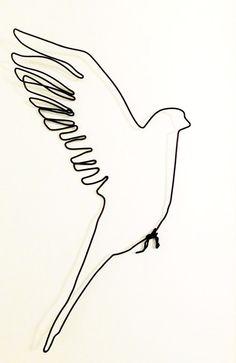 Vogel-Draht Skulptur: schöne helle und glatte Landung Vogel. Hand geformt, können Sie es durch ein Band oder eine Schnur hängen, Es kann an eine Wand gehängt oder abgehängt, mit Leichtigkeit. Ich habe auch hier mehr: https://www.etsy.com/shop/morphingpot?section_id=16498542&ref=shopsection_leftnav_4 Maßnahmen 9 x 6 Zoll sehen Sie mehr an: https://www.etsy.com/shop/morphingpot?section_id=16498542&ref=shopsection_leftnav_...