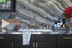 Cool Countertops - Research Says These Are The Most Popular Kitchen Trends For 2018 - Photos Source by lonnymag Decor 2018 Fall Home Decor, Home Decor Trends, Unique Home Decor, Diy Kitchen, Kitchen Design, Kitchen Ideas, Basement Kitchen, Kitchen Faucets, Awesome Kitchen