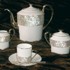 Swarovski Tea Sophie Villepigue I want these. Vase Deco, Tea Service, Coffee Set, Chocolate Pots, My Tea, Decoration Table, Tea Time, Tea Party, Swarovski Crystals