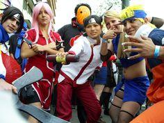"""Los personajes de la serie japonesa de anime """"Naruto"""" son representados por estos 6 jóvenes. Incluso colorean el cabello de tal forma que sea igual a los dibujos animados de la serie."""
