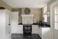 Kitchen Fix – Amazing Kitchen Decors Kitchen Pantry, Kitchen And Bath, Kitchen Cabinets, Kitchen Appliances, Kitchen Interior, Kitchen Decor, Kitchen Design, Grey Kitchens, Cool Kitchens