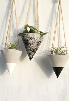 Beautiful Hanging planter for your small plants, no hole for the water at the bottom, wonderful for outdoor and indoor , made of gray concrete. Painted