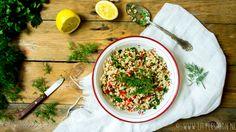 Deze rijstsalade is een ideale meeneemlunch. Maak gewoon lekker een paar porties vooruit en bewaar ze in de koelkast voor de lunch van de komende dagen.