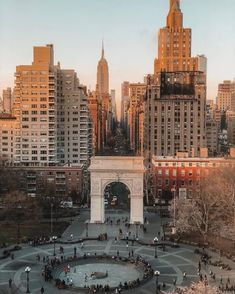 Washington Square Park New York. Road Trip France, Mykonos, Santorini, The Places Youll Go, Places To Go, New York City Travel, City Aesthetic, Dream City, Greenwich Village