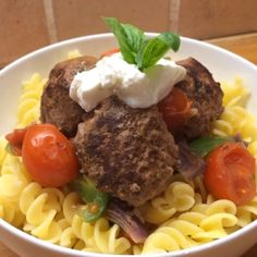 The Body Coach:That's homemade chilli and basil meatballs with rice pasta! Bodycoach Recipes, Joe Wicks Recipes, Cooking Recipes, Healthy Recipes, Healthy Dinners, Lean Meals, Work Meals, Clean Eating Recipes, Healthy Eating