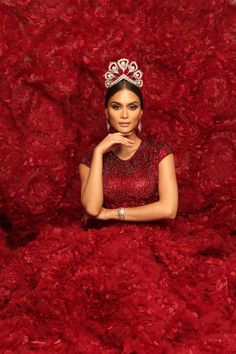 Miss Universe 2015 Pia Alonzo Wurtzbach (Philippines). Lady in red: Pia embodies elegance, tradition and grace in the breathtaking Mikimoto crown for her final photoshoot. Miss Universe Gowns, Pageant Photography, Headshot Photography, Miss Universe Philippines, Pageant Headshots, Filipina Beauty, Creative Shot, Miss Usa, Shooting Photo
