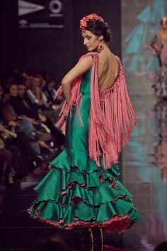 #Trajedeflamenca en seda verde y rosa. Flecos hechos a mano en #rosa.