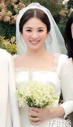 Wedding Hair And Makeup, Wedding Beauty, Bridal Hair, Song Hye Kyo, Engagement Hairstyles, Bride Hairstyles, Asian Bridal Makeup, Braut Make-up, Lovely Smile