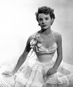 Jean Peters was an American actress, known as a star of Century Fox in the late and early and as the second wife of Howard Hughes. Old Hollywood Glamour, Golden Age Of Hollywood, Vintage Glamour, Vintage Hollywood, Classic Hollywood, Hollywood Fashion, 1950s Fashion, Vintage Beauty, High Fashion