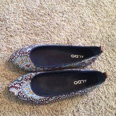 ALDO Printed Flats size 9 Super cute ALDO flats, worn twice! Great condition with fantastic print fabric. Looks amazing with boyfriend jeans and chunky jewelry ALDO Shoes Flats & Loafers