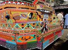 Pakistan's Flamboyant Truck Art Truck Art Pakistan, Art Assignments, Sand Crafts, Arte Popular, Indigenous Art, Hand Illustration, Cool Artwork, Amazing Artwork, Art Google