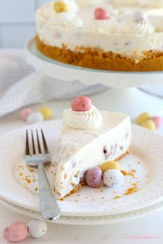 This Easy No Bake Mini Eggs Cheesecake is the perfect Easter dessert that's easy to make and fun to eat, featuring everybody's favourite Easter candy! Spring Desserts, Holiday Desserts, No Bake Desserts, Easy Desserts, Dessert Recipes, Quick Dessert, Dessert Ideas, Yummy Recipes, Recipies