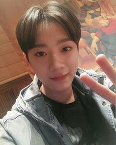 KYAAAAA GUANLINNN 😍😍😍 Korean Group, Ji Sung, Boyfriend Material, Kpop Boy, Jin, Imaginary Boyfriend, Ong Seung Woo, Korean Name, Guan Lin
