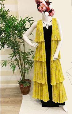 Kurta Designs, Kurti Designs Party Wear, Blouse Designs, Stylish Dress Designs, Stylish Dresses, Simple Dresses, Fashion Dresses, Casual Dresses, Indian Designer Outfits