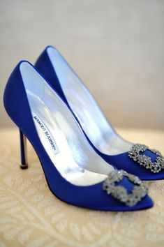 Get inspired: Gorgeous blue Manolo Blahnik heels for the #wedding... why not? ;) #WW #manoloblahnikwedding #manoloblahnikheelsblue