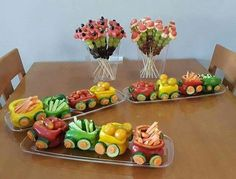 The purpose of fruit and vegetable carving is to make food more attractive, more appetizing, and also easier to eat. Cute Food, Good Food, Funny Food, Food Art For Kids, Creative Food Art, Fruit And Vegetable Carving, Veggie Tray, Best Party Food, Food Garnishes