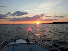 le jour où je suis devenu digital nomad Sunset in the Swedish archipelago outside Stockholm, at 9:41 pm #DigitalNomad