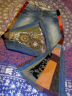 bell bottomed recycled patchwork jeans, funky colors and patterns Gypsy Style, Hippie Style, Hippie Boho, My Style, Boho Style, Patchwork Jeans, Hippie Jeans, Estilo Hippie Chic, Moda Hippie