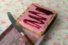 Mmm.... denne må nok prøves!   Marias Salt og Søtt: Ostekake med solbær og lime(Blackcurrant and lime cheesecake)
