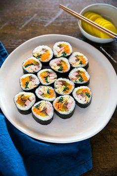 Easy Kimbap (Korean Sushi Roll) - My Korean Kitchen - Comfort Food Recipes Gimbap Recipe, Korean Dishes, Korean Food, Kimchi, Comfort Foods, Korean Kimbap, Japchae, Sushi Roll Recipes, Korean Cuisine