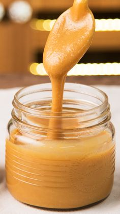 Homemade Milk Candy- Dulce de Leche Casero Starting the day smearing some toast with Homemade Dulce de Leche is all we need to be happy - Baking Recipes, Cake Recipes, Dessert Recipes, Mexican Food Recipes, Sweet Recipes, Delicious Desserts, Yummy Food, Cold Desserts, Tasty Videos