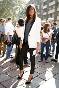 Emmanuelle Alt looks great in a uxedo blazer and skinny leather pants. A rockstar's take on formal wear St Style, Style Casual, Looks Style, Casual Chic, Simple Style, Black And White Outfit, Black And White Tuxedo, Giovanna Battaglia, Vogue Paris