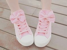 Love the bows and hidden heel