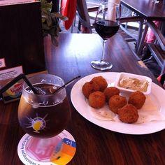 Yummy #bitterballen #icetea #wine #wijn #fd #fredendouwe