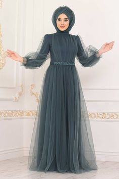 Indian Bridal Outfits, Indian Fashion Dresses, Muslim Fashion, Stylish Dresses For Girls, Stylish Dress Designs, Hijab Evening Dress, Party Gown Dress, Frock Fashion, Prom Dresses Long With Sleeves