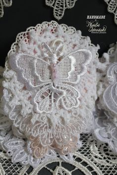Doily needle book page 4