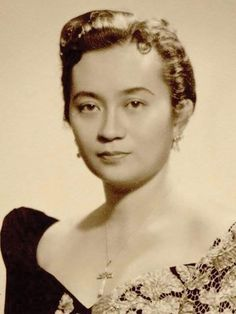 Gliceria Rustia-Tantoco, co-founder of the Rustan's retail empire, 1950s #kasaysayan Gliceria Rustia-Tantoco and her husband Bienvenido Tantoco founded Rustan's in 1952 as a gift shop on the ground floor of their home in San Marcelino, Manila. The New Wave, Co Founder, Manila, Filipino, Ground Floor, 1950s, Empire, Husband, Retail