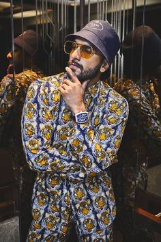 Ranveer Singh  #FASHION #STYLE #SEXY #BOLLYWOOD #INDIA #RanveerSingh Fast Fashion Brands, Latest Fashion Trends, Vintage Jerseys, Ranveer Singh, Indian Celebrities, Bollywood, Trending Outfits, Roaring 20s, Fraternity