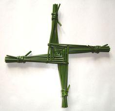 Cruz de Bridget, se hacían formando gavillas de trigo o avena y se ponían en casa para aseguraar protección.